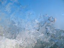 在冬天玻璃窗的冷淡的模式 免版税图库摄影