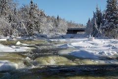 在冬天7期间的Bigfork河 库存照片