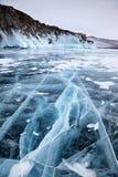 在冬天Baikal湖的岩石 免版税库存图片