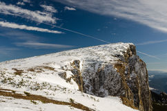 在冬时的山风景在Carphatians 免版税库存照片