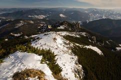 在冬时的山风景在Carphatians 库存图片