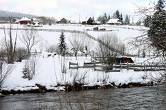 在冬时的罗马尼亚农村风景 免版税图库摄影