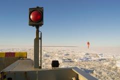 在冰冷的海的载汽车轮船 免版税图库摄影