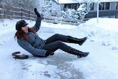 在冰冷的路的事故 图库摄影