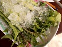 在冰块的新鲜蔬菜泰国传统膳食的 图库摄影