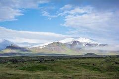 在冰岛半岛的西端的火山Snaefell 库存照片
