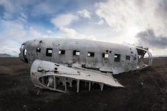 在冰岛描出DC-3飞机残骸的看法 免版税库存图片