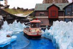 在冰岛主题乐园设置的小船游览 免版税库存图片