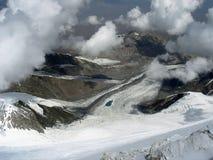 在冰川和云彩上 图库摄影
