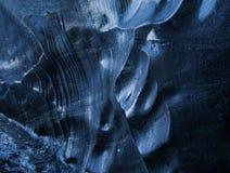 在冰川洞里面的蓝色冰 免版税图库摄影