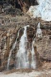 在冰川瀑布之下的天使 库存照片