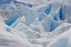 在冰川的蓝色冰在智利国立公园 免版税库存图片
