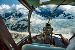 在冰川的直升机 库存图片