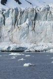 在冰川,斯瓦尔巴特群岛前面的冰山,北极 免版税图库摄影