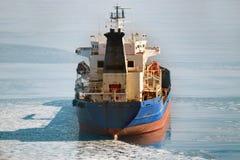 在冰海运的货船 免版税库存照片