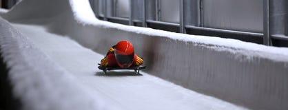 在冰渠道的最基本的突然移动雪撬 免版税库存图片