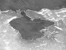 在冰的一个孔 免版税库存图片