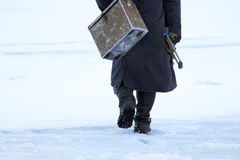 在冰的冬天捕鱼 免版税库存照片