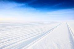 在冰的冬天路 免版税库存照片