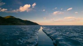 在冰的大裂缝 库存照片