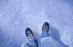 在冰的曲棍球冰鞋 库存照片