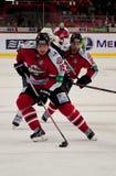 在冰的曲棍球从前锋Donbass (顿涅茨克) Petteri Wirtanen和弗雷德里克特森 免版税库存图片