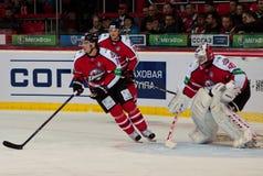 在冰的曲棍球从球员命令Donbass (顿涅茨克) 库存照片