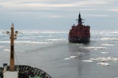 在冰的核破冰船 免版税库存照片