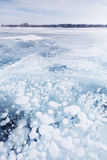 在冰的气泡 贝加尔湖湖 33c 1月横向俄国温度ural冬天 免版税库存图片