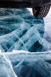在冰的汽车 免版税图库摄影