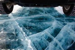 在冰的汽车 库存图片