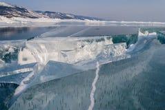 在冰的裂缝 免版税库存图片