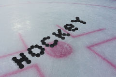 在冰的词曲棍球 免版税库存照片