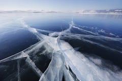 在冰的镇压 贝加尔湖湖 33c 1月横向俄国温度ural冬天 库存照片