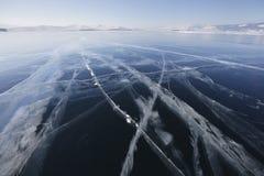 在冰的镇压 贝加尔湖湖 33c 1月横向俄国温度ural冬天 免版税库存图片