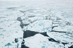 在冰的破冰船 免版税库存图片