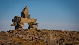 在冰砾的Inukshuk标志在Newfounland和拉布拉多 库存图片