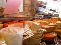 在冰箱的乳酪品种在地方市场上 免版税库存照片