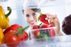 在冰箱的健康食物 库存照片