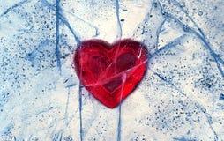 在冰结冰的爱红色心脏 日s华伦泰 免版税图库摄影