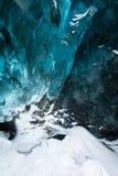 在冰洞里面,冰岛 库存图片