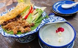 在冰waterfor开胃菜的泰国米 库存图片
