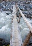 在冲的水的桥梁 库存照片