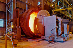 在冶金植物的钢铁生产 免版税库存照片