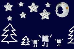 在冷杉木在白色星下和睡觉月亮之间的三个正方形在藏青色背景 库存图片