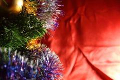 在冷杉木的圣诞节装饰有红色背景-新年的标志 免版税库存图片