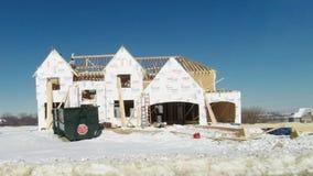 在冷气候气候的新房建筑居民住房 股票视频