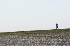 在冷气候的步行 免版税图库摄影
