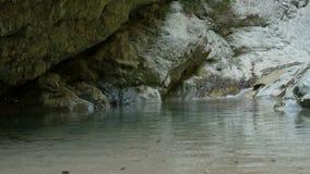 在冷的山瀑布的表面 影视素材
