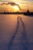 在冻结的neva日落之上 库存照片